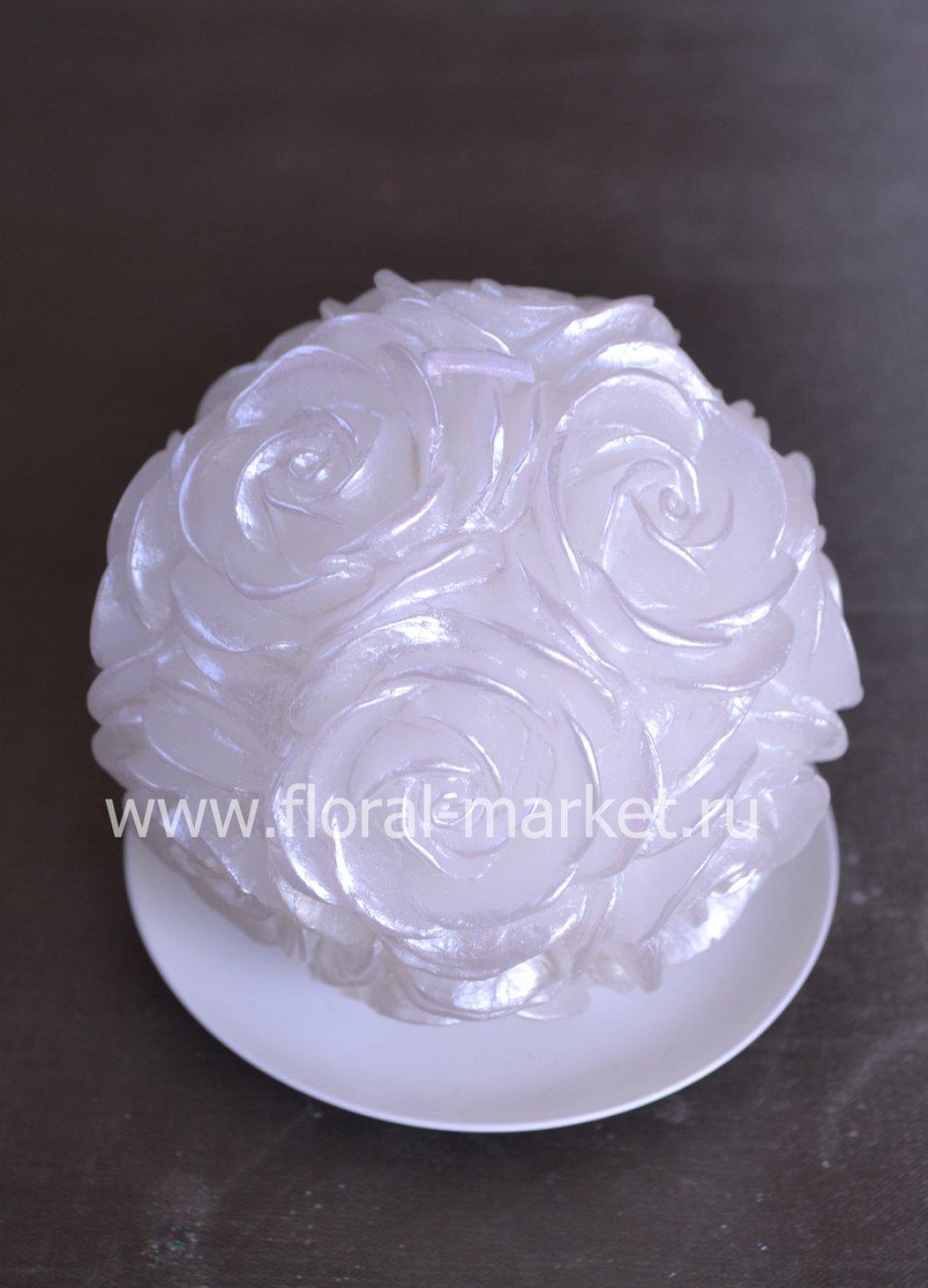 С0582 Свеча шар в розах белый